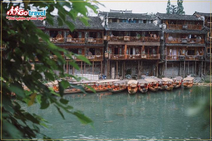 Phượng Hoàng Cổ Trấn- sông Đà Giang